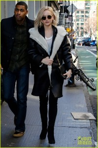 jennifer-lawrence-shopping-nyc-alexander-wang-25