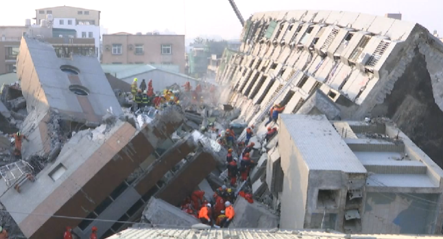 taiwan earthquake collapsed building rescuers