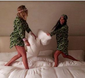 kardashians pillow fight